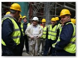 29 Master Plasterer George O'Malley talks to a group of students in the Traditional Skills Training Course